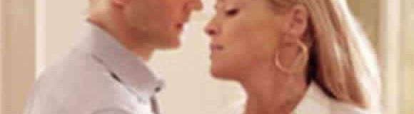 Cómo enamorar a un hombre: Coquetear con sutilesa