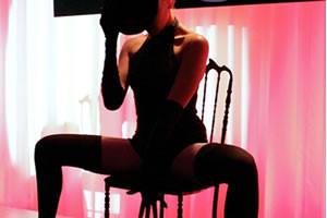 Baile sensual en una silla