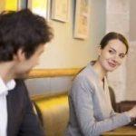 El coqueteo femenino: cómo coquetear a un hombre o tu vecino