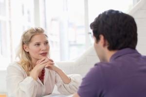De qué hablar con una mujer y preguntas para ligar